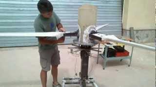 GENERADOR EOLICO TRIPALA DE PASO VARIABLE CONTROLADO POR MOTOR  -variable pitch wind turbine VIDEO 4