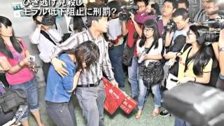 【新唐人2011年10月31日付ニュース】2歳の少女が車にひかれた後、18人が...