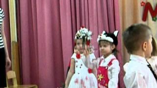 Праздник в детском саду: букет для мамы