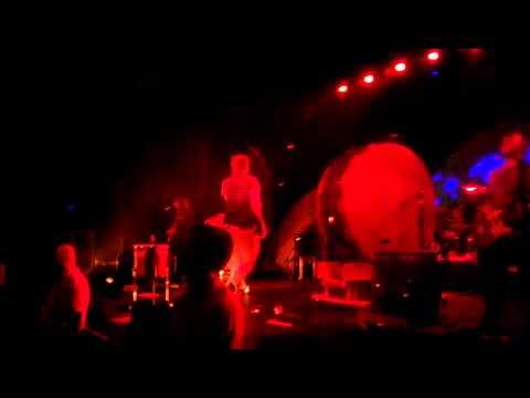 Radioactive - Imagine Dragons (Live) Milwaukee,WI