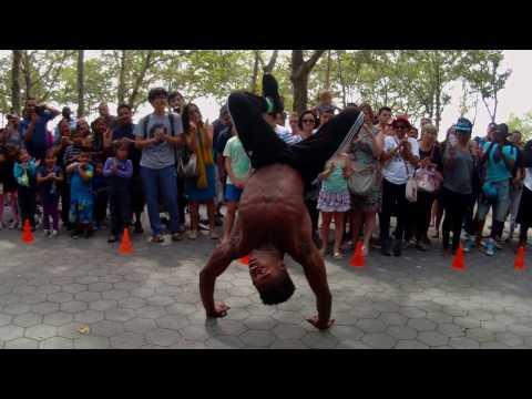 Break Dance in New York Battery Park