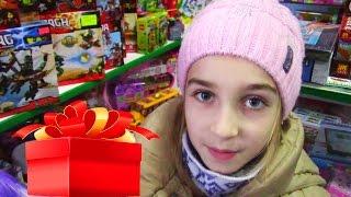 видео Что подарить девочке на 10 лет от родителей, крестного и от подруги