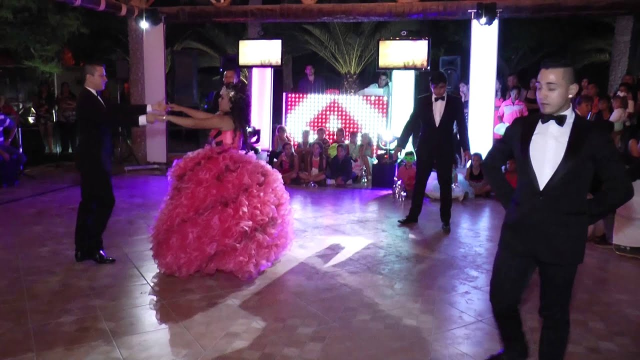 Xv a os 2015 karen vals hd youtube for Exteriores de 15 anos