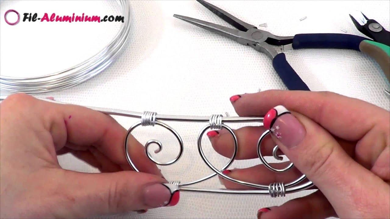 tuto r alisation d 39 un bracelet manchette en fil d 39 aluminium et perle papillon youtube. Black Bedroom Furniture Sets. Home Design Ideas