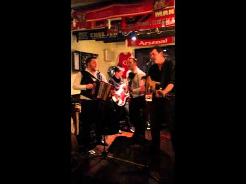 Rob Matheson sings Dire Straits Walk Of Life, with James Bowman and Rob Bowman.