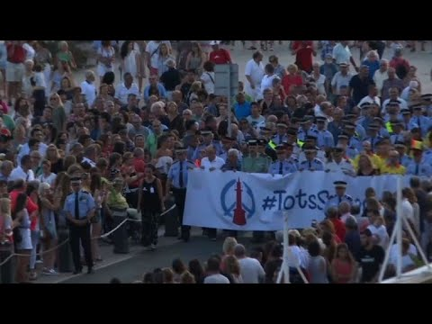 Hundreds march in Cambrils to remember attacks