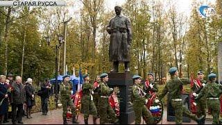 В Старой Руссе состоялось торжественное открытие памятника Советскому солдату