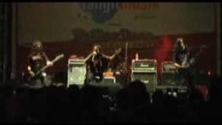 KOMUNAL (live) Rolling stone_intro+pemuda belati.flv