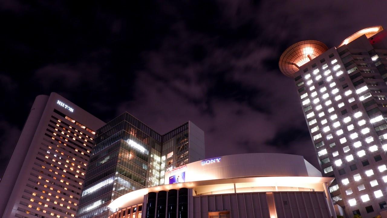 タイムラプス素材_見上げた大阪の夜の街並み_ズームイン