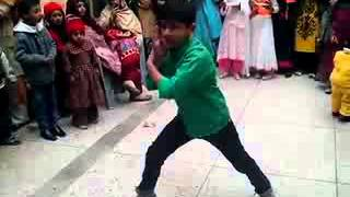 Video Love Dose Honey Singh Break Dance by Pakistani Little Boy download MP3, 3GP, MP4, WEBM, AVI, FLV Desember 2017