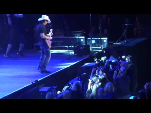Brad Paisley (C2C 2014) - American Saturday Night Live at The O2 Arena London