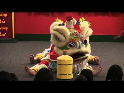 Mua Lan Lion Dance - Van Nghe Tet 2011 - TTVNHQ