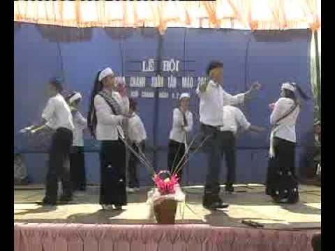 Múa Cô Gái Pako Tại Lễ Hội Chùa Chanh