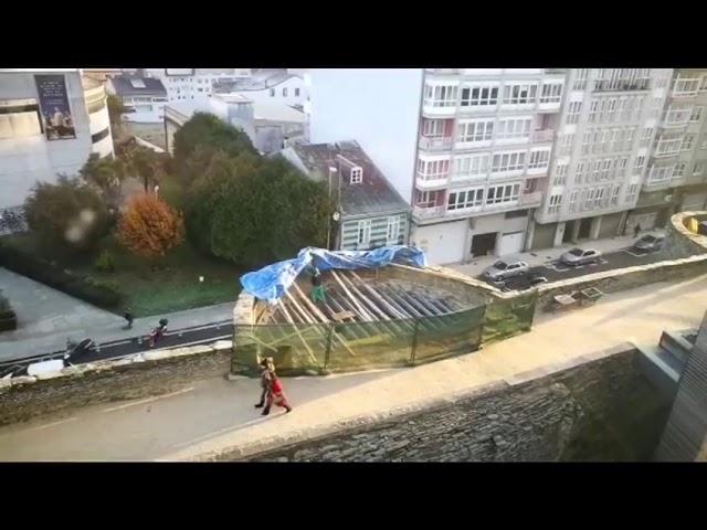Denuncia vecinal: un obrero sin medidas de seguridad en la muralla