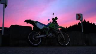 秋の夕暮れを夕焼け番長が快走、目を奪われるような美しい夕焼けに遭遇思わず停車。Music / Audionautix - 90seconds of funk http://audionautix.com/ この日阿...