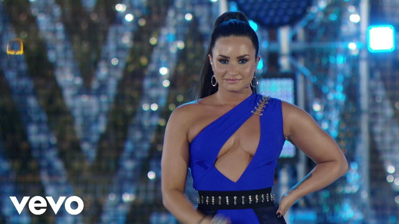 Download Demi Lovato - Cool For The Summer (Live At The MTV VMAs / 2017)