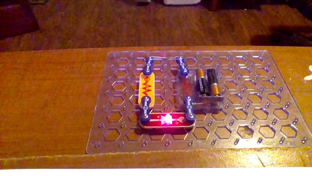 snap circuits conduction detector project 9 model sc 300 youtube rh youtube com Snap Circuits Target Snap Circuits 300 in 1