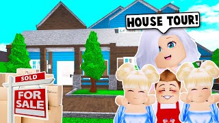 MOVING INTO OUR NEW FAMILY HOUSE ON BLOXBURG! (Roblox)