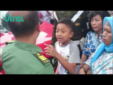 Beginilah Seorang Anak Kecil Yang Berani Melawan TNI