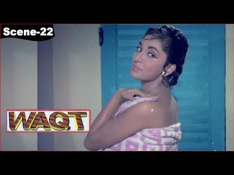 Ravi (Sunil Dutt) tells Meena (Sadhana Shivdasani) that he wants to marry her