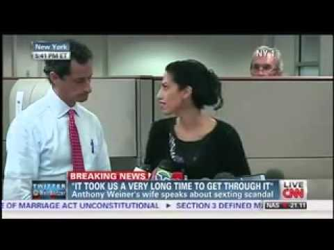 'Cubicle Guy' Photobombs Anthony Weiner's Press Conference