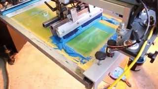 Шелкотрафаретная, пяти цветная печать на сумках для покупок.(Шелкотрафаретная, пяти цветная печать на сумках для покупок. http://teximport.ru/print/printing-on-bags/ 8 (495) 334-20-01., 2014-06-04T14:22:27.000Z)