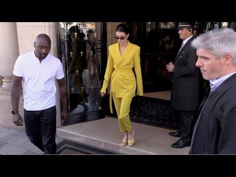 EXCLUSIVE : Kendall Jenner goes to Avenue restaurant in Paris