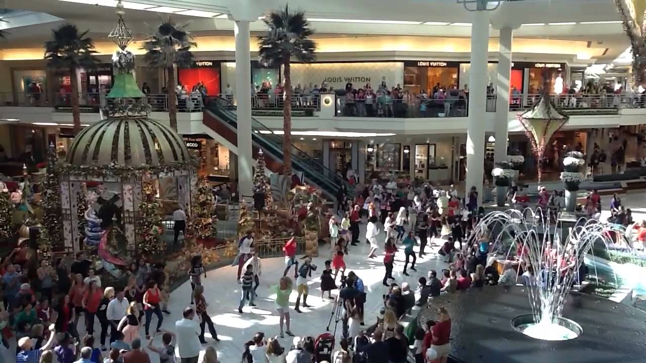 Christmas Flash Mob At Palm Beach Gardens Mall Youtube
