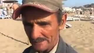 il vend kawkaw à la plage d'alger thumbnail