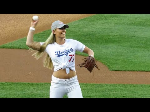 Lindsey Vonn Warms Up for 1st Pitch @ Dodgers