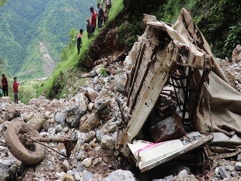 बाग्लुङ्ग ग्वालीचौरमा डरलाग्दो दुर्घटना, ७०० मिटर तल खस्यो जिप || Jeep accident Gwalichaur Baglung