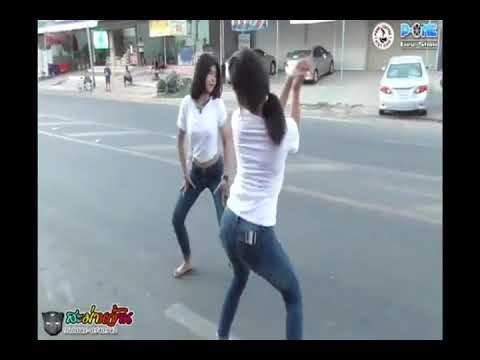 Konser Lagu Nget Tenget Tenget Tenget (lagu Thailand) Di Jalanan