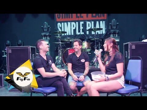 Simple Plan Response To Fan's Tweets | #MaggyMeets