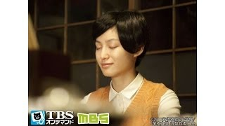 カウンターの片隅で、目を閉じ、微笑むような顔で眠るサヤ(平田薫)。サヤは...