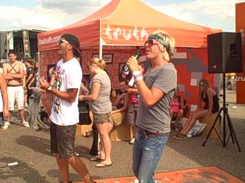 """Truth"" Karaoke at Pittsburgh Warped Tour '09"