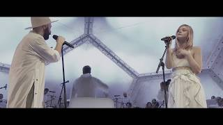 Woodkid feat. Elle Fanning - Never Let You Down - Live at Mo...