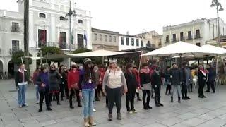 Cerca de un centenar de mujeres realizan en Mérida la performance 'El violador eres tu'