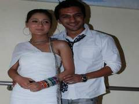 Sara Khan And Ali Merchant's Splits-villa