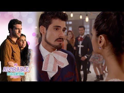 Rafael presenta a Aurora como su novia | Mi adorable maldición - Televisa