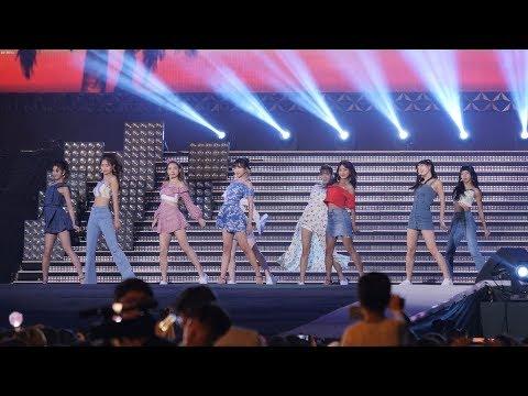 """180717 트와이스 (TWICE) """"Dance The Night Away""""  [4K] 직캠 Fancam  By Mera"""