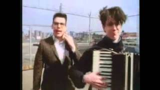 TMBG - Put Your Hand Inside The Puppet Head