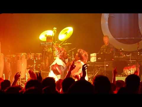 basement jaxx red alert koko peace one day 21 09 15 1of6