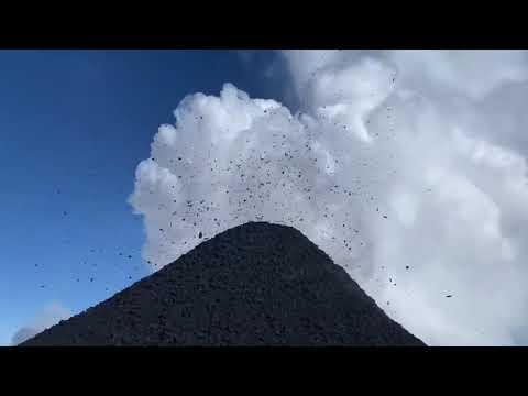 Download The eruption of the Klyuchevskaya Sopka volcano in Kamchatka in March, Russia