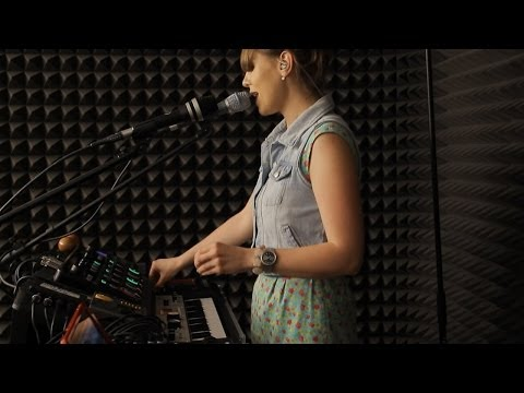 Nastya Maslova - Live looping set for Pop music ru