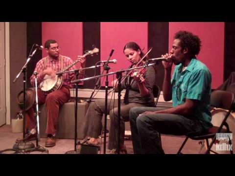 "Carolina Chocolate Drops ""Hit Em Up Style"" Live at KDHX 9/26/09 (HD)"
