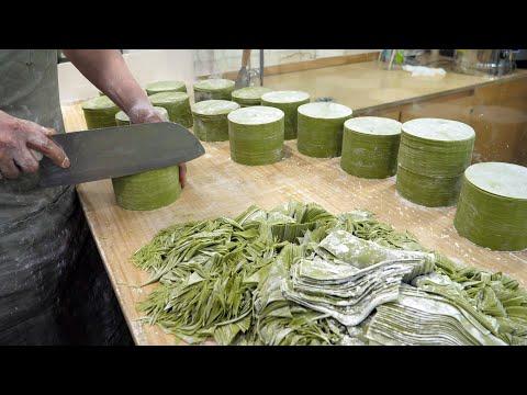 칼로 돌려깍아 만드는 만두피 달인 / Master of cutting dumpling skin with a knife / Korean Street Food