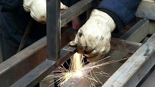 видео Как врезать и установить замок в калитку из профнастила