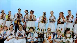 Елочка  поет Елена Гуляева и ЗАБАВУШКА  народный коллектив русской песни ,видео с Рождественского