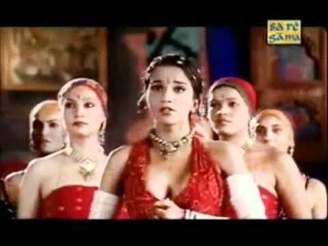Resham Ka Rumal Liyeh ,Mein Delhi Ka Surma Lagakeh, Kab Seh Khadhi Hun Darwaze Peh !