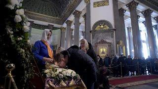 Тысячи прихожан РПЦ стоят в очередях к реликвиям в разгар пандемии…